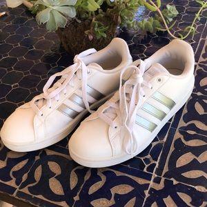 Addidas tennis shoe sz. 8 1/2